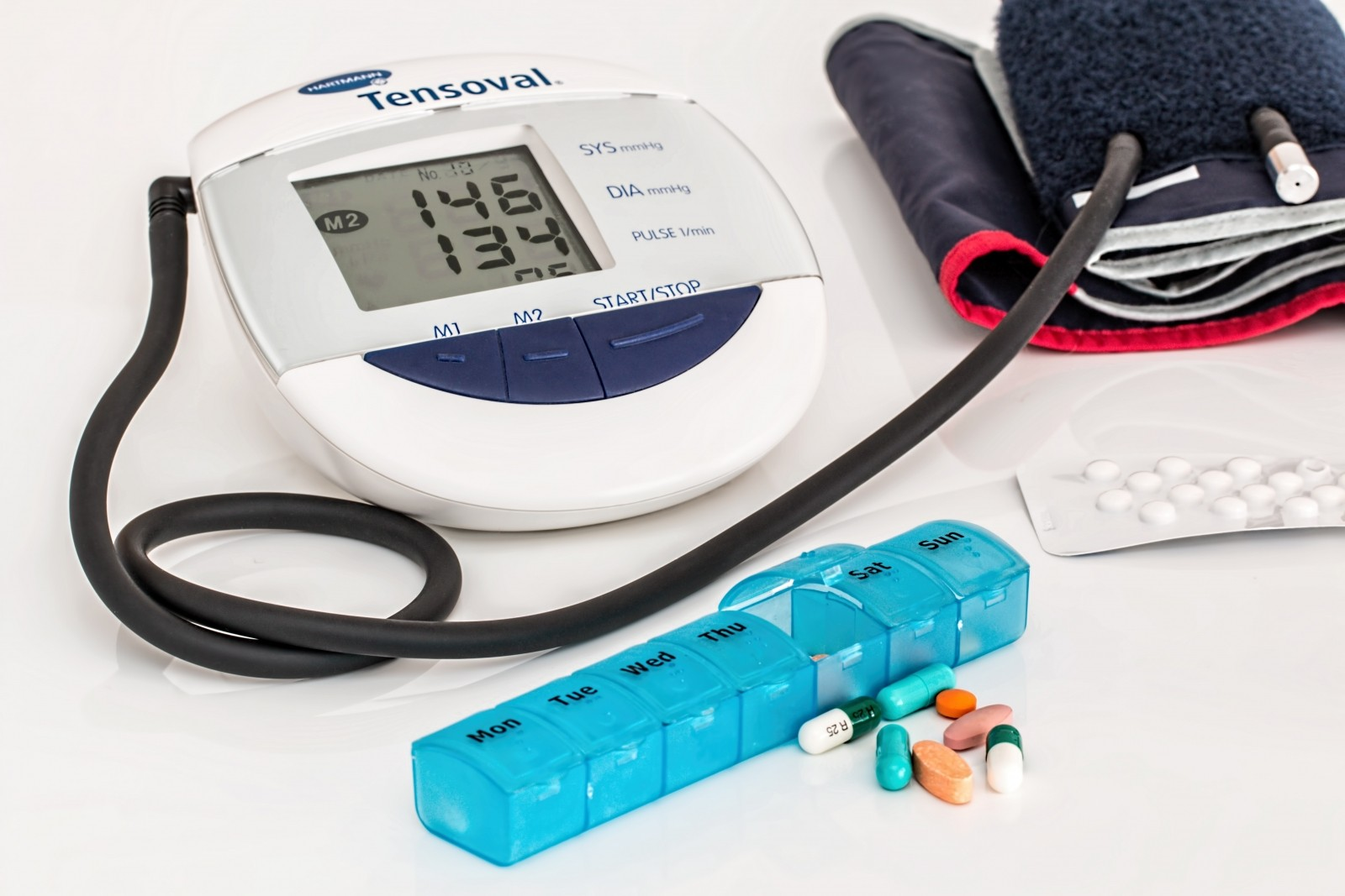 blood-pressure-measurement-device-with-pills
